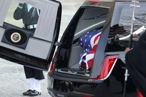 Conoce el Cadillac XTS que transportó al ex presidente George H.W. Bush