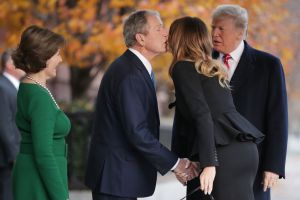 """El """"dulce gesto"""" de Melania Trump que Laura Bush agradeció en Instagram"""