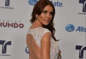 Marlene Favela, la Gata Salvaje, con la elegancia y la seducción de un sexy traje de baño