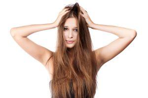 Cómo usar el champú en seco para un cabello divino