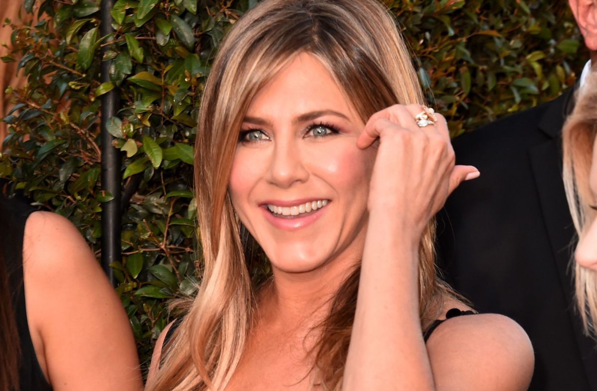 Este fue el sencillo vestido negro con el que Jennifer Aniston acaparó las miradas en los Emmy