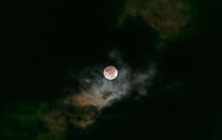 """La """"súper luna fría"""", el fenómeno que podrás ver en el cielo este fin de semana"""