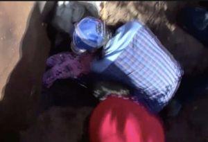 Madre inmigrante cava un hoyo y cruza la frontera con su hija de tres años