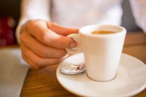 Las mujeres que toman el café sin azúcar son malvadas, dice un estudio