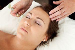 3 razones para usar rodillos faciales en tu rutina de belleza