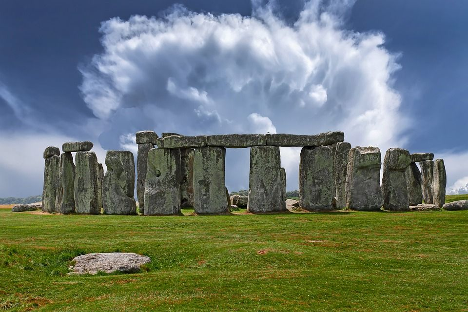 Trabajadores dañan una plataforma prehistórica de 6,000 años cerca de Stonehenge