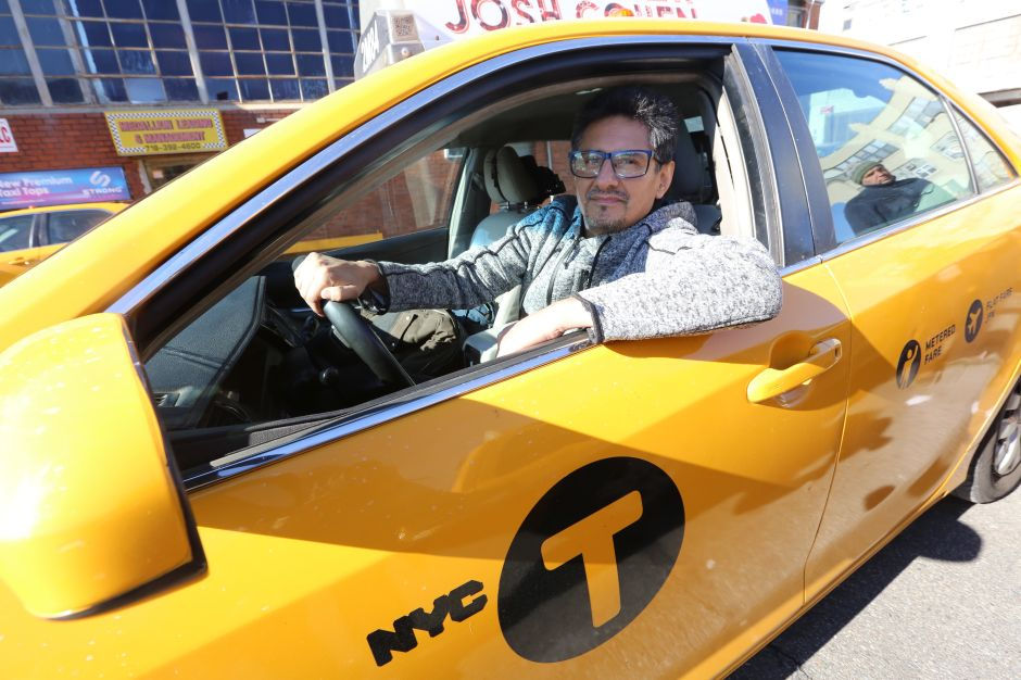 Ofrecen innovador programa de seguro de vida para taxistas