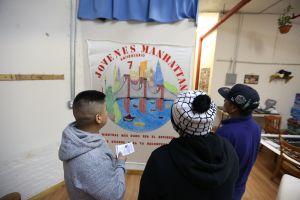 Jóvenes en Manhattan se echan la mano para luchar juntos contra el alcohol