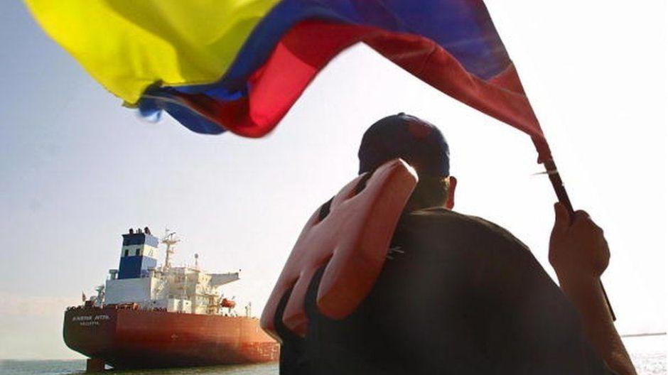 Qué efectos tendría que EEUU corte los pagos al gobierno de Maduro por petróleo de Venezuela
