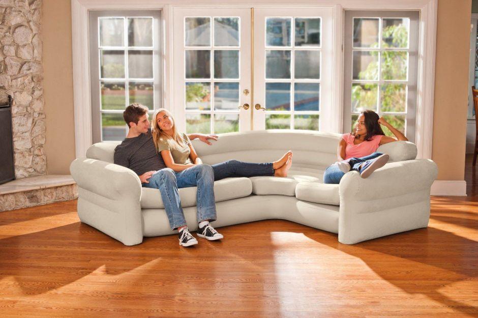 5 sofás inflables para espacios pequeños cuando recibes visita