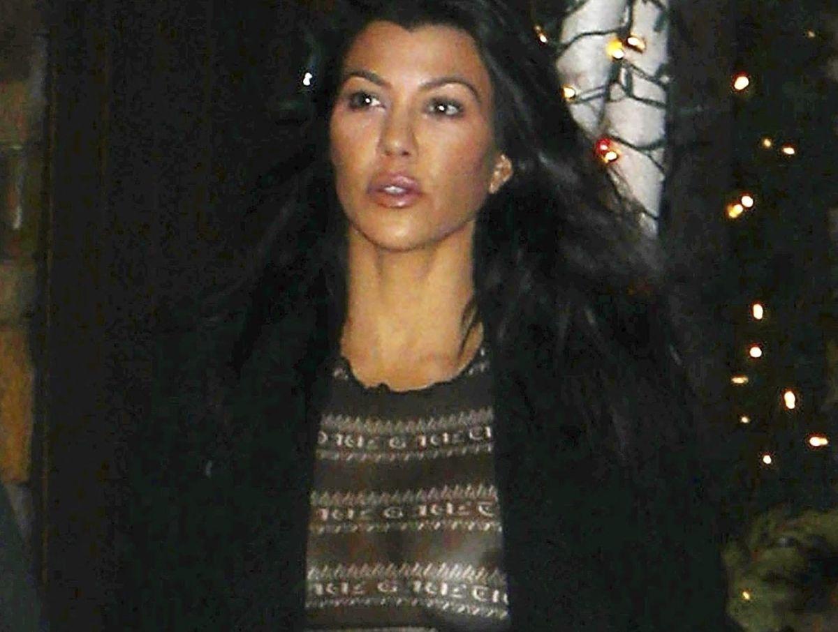 Kourtney Kardashian sale a la calle con sus hijos y deja a la vista su ropa interior