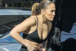 Jennifer López presume a Max y Emme en sus nuevos y entallados leggins negros