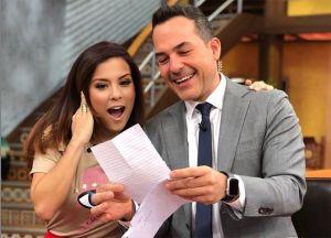 Carlos Calderón es sorprendido en 'Despierta América' con una carta de amor