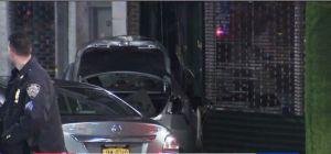 Varios heridos al estrellarse auto contra mueblería en Queens