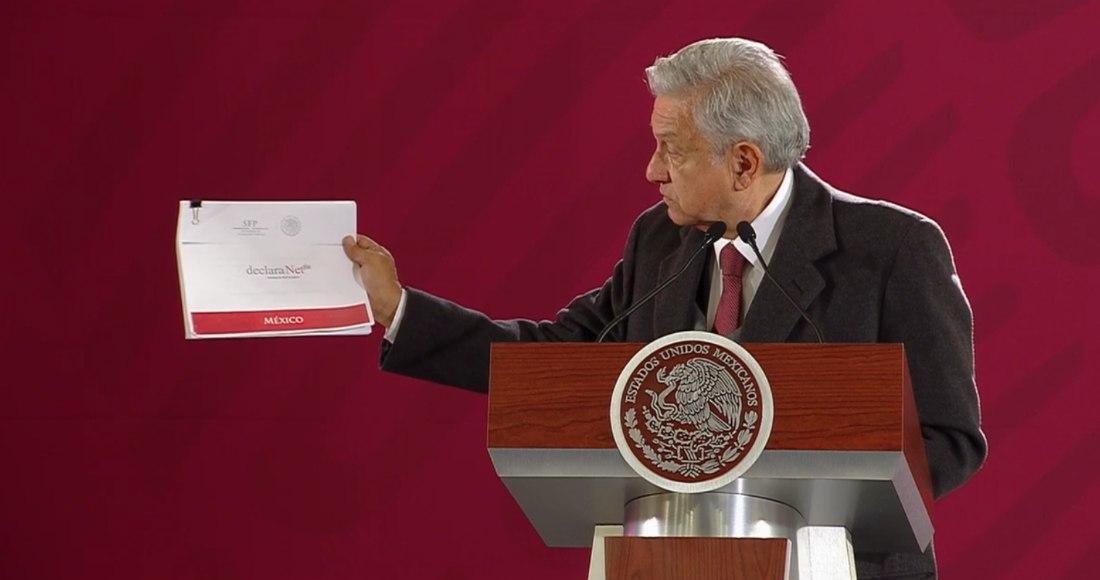 AMLO presenta su declaración de bienes, pero en versión web no aparece su esposa