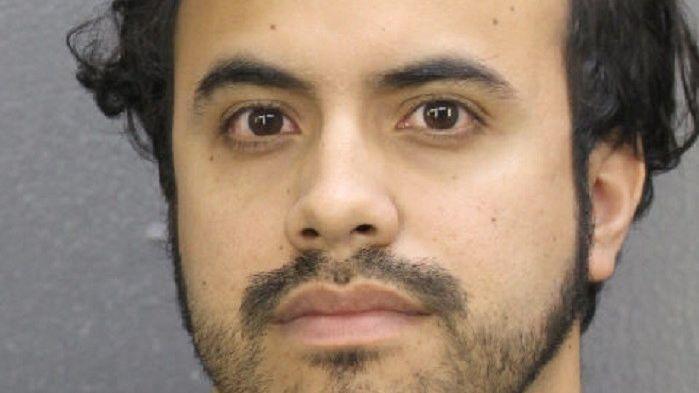 Arrestan a maestro mientras estaba desnudo con estudiante en un Airbnb de Florida