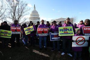 Trabajadores federales en EE.UU. reclaman el fin del cierre administrativo
