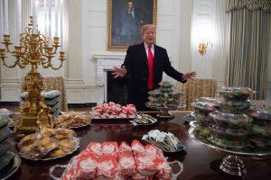 """Burger King """"trolea"""" sin piedad a Trump luego de ofrecer banquete de comida chatarra en la Casa Blanca"""