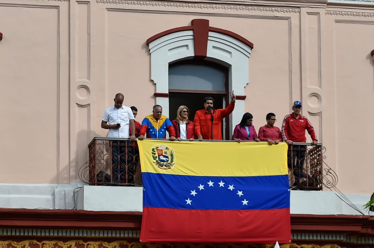 Maduro rompe relaciones con Estados Unidos y expulsa a diplomáticos
