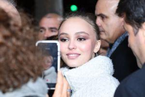 Lily Rose Depp revela lo difícil que ha sido ser hija de Johnny Depp y Vanessa Paradis