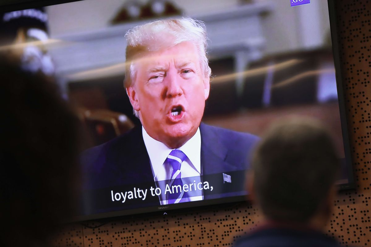 Acusan revés de Administración Trump a inmigrantes en procesos de naturalización