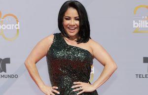Carolina Sandoval presume sus curvas, sin celulitis, en atrevidos trajes de baño