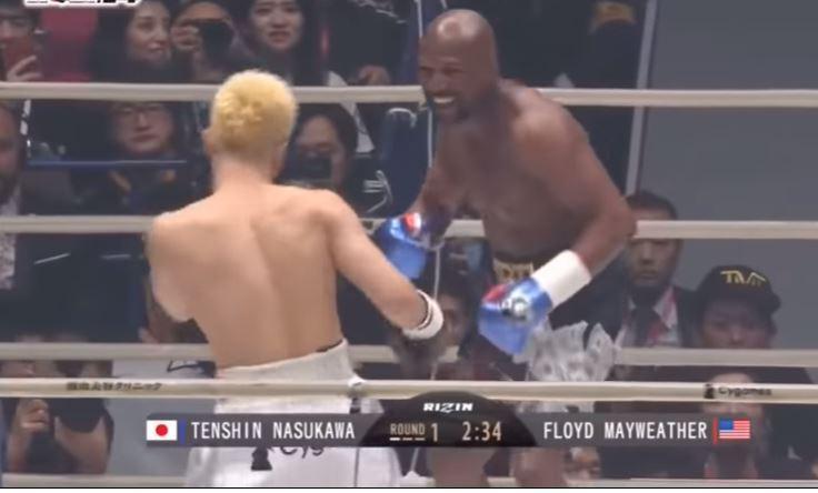 Floyd Mayweather humilla, noquea y hace llorar a peleador de MMA