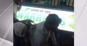 Video muestra salvaje trifulca tras juego de baloncesto en secundaria de Long Island