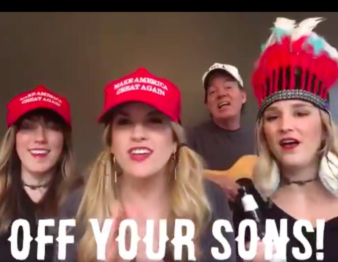 """Simpatizantes de Trump cantan """"los demócratas quieren los penes de tus hijos"""""""