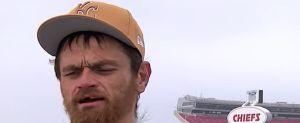 Jugador de la NFL busca a desamparado que le ayudó a llegar al partido tras quedar atrapado en la nieve