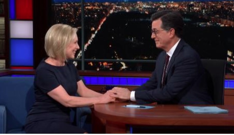 "Gillibrand hizo el anuncio anoche en ""Late Show With Stephen Colbert"""