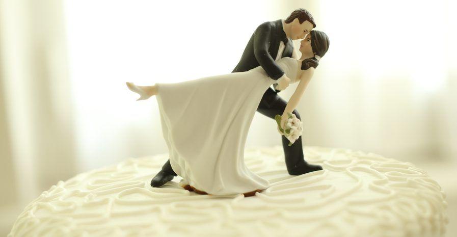 Las 5 originales figuras de novios para decorar tu pastel de bodas