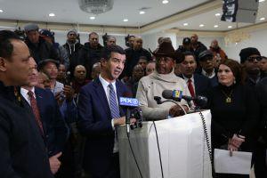 Impulsan iniciativas para dar respiro a taxistas en crisis de NYC