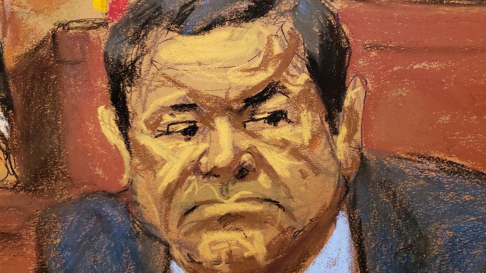 """El abrazo de """"El Chapo"""" Guzmán en corte de Nueva York a uno de sus abogados"""
