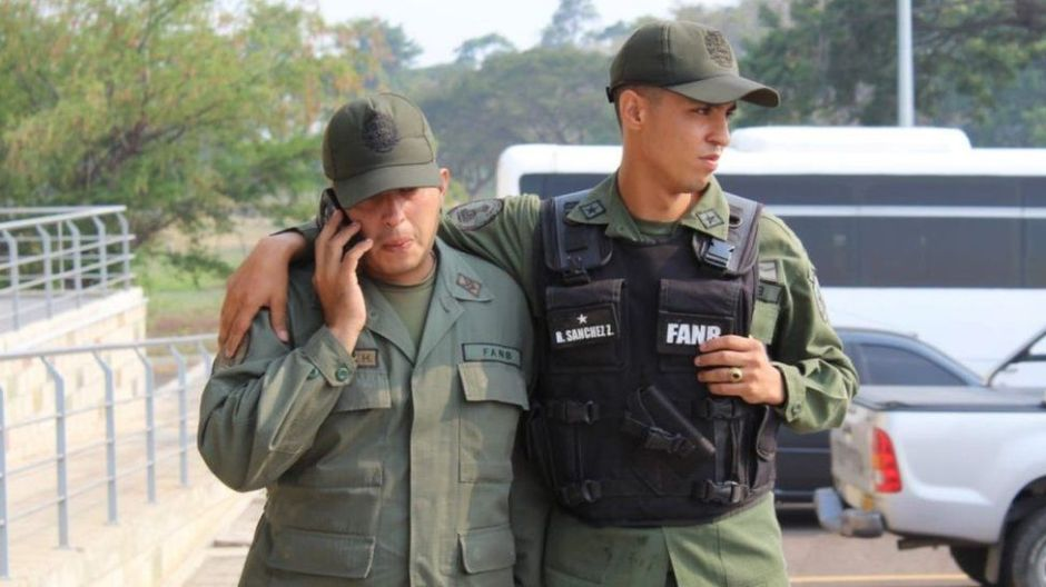 Crisis en Venezuela: más de 60 militares y miembros de los cuerpos de seguridad buscan refugio en Colombia