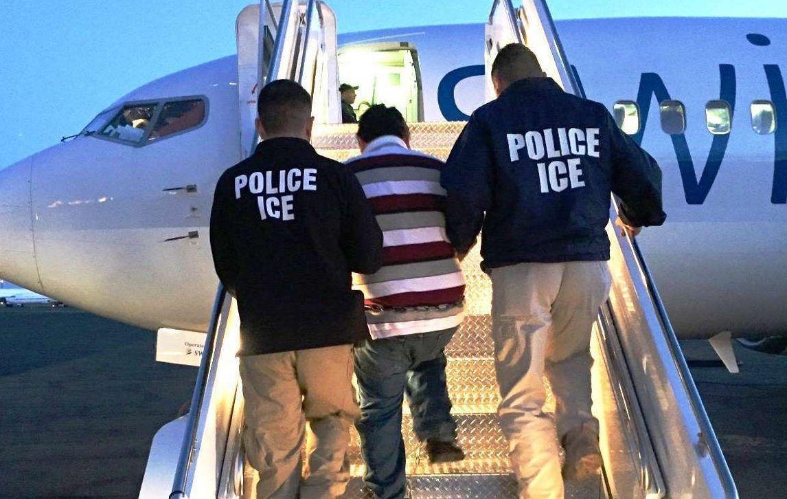 """Inmigrante es engañado y deportado por ICE, pero un """"error"""" hace que regrese a EEUU"""