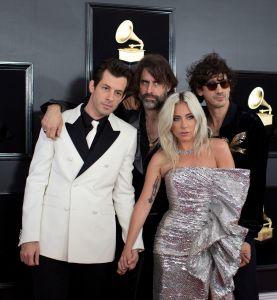 Lady Gaga y el orgullo latino brillan en descafeinada alfombra roja de Grammy
