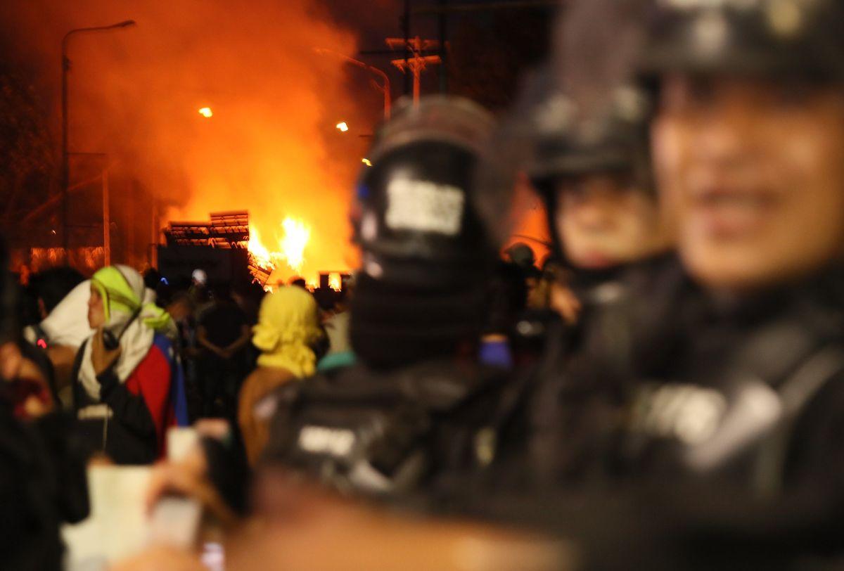 Reporte prueba que ayuda humanitaria a Venezuela fue quemada por opositores a Maduro