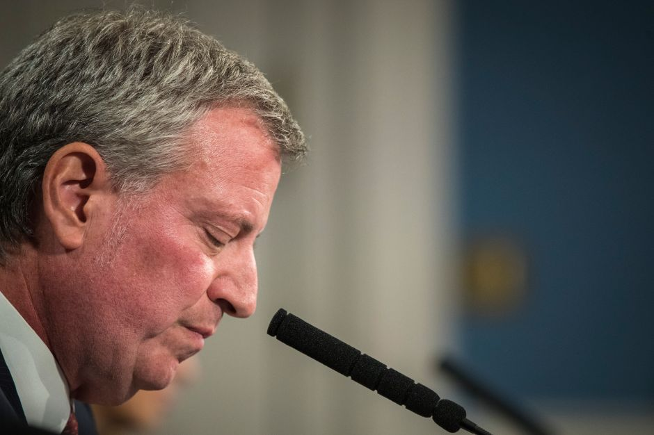 Rechazo a gestión del alcalde de Nueva York complica su sueño presidencial; Biden lidera los sondeos