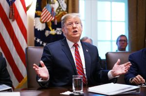 """Presionan a Trump a que no acepte """"acuerdo basura"""" con los demócratas"""
