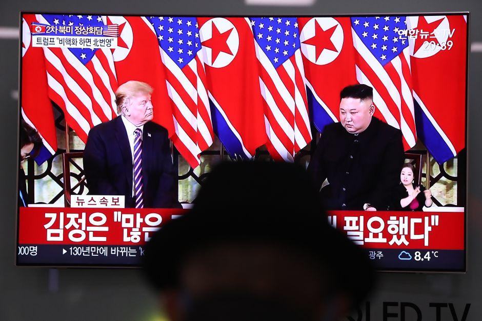 Kim y Trump cenan juntos, hablan de armas nucleares, pero impiden acceso a toda la prensa