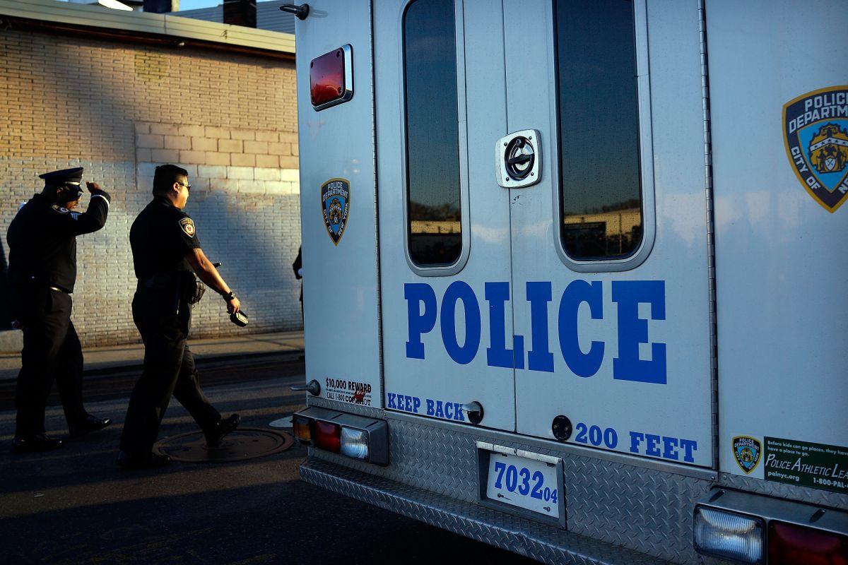 El NYPD acudió en ayuda del joven de 17 años.
