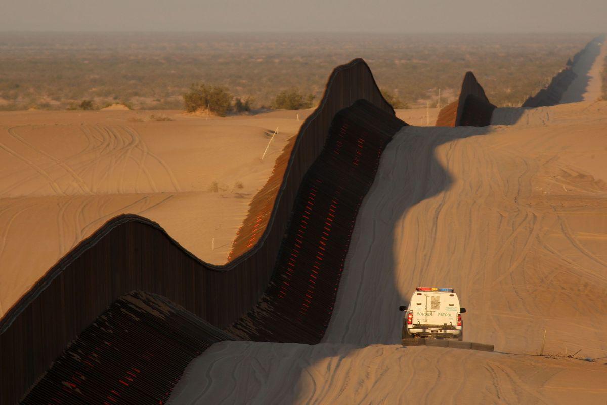 Un inmigrante murió tras intentar cruzar la frontera a más de 100 grados Fahrenheit
