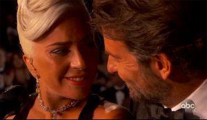 Lady gaga y Bradley Cooper: El momento más romántico de los Oscars