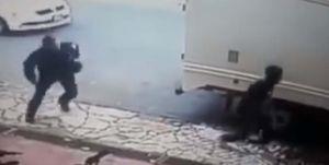 Video capta ataque a tiros de presunto pandillero de la Mara Salvatrucha o MS-13 a policías en México