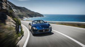 Descubre la potencia del elegante Maserati Convertible GT con su motor V8