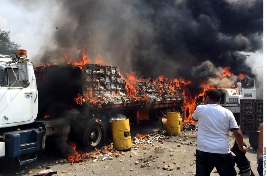 Venezuela: Muertos, decenas de heridos y acopios sin llegar en la jornada de entrega de ayuda