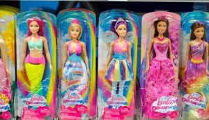 Habrá muñecas Barbie con prótesis y silla de ruedas
