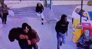 Hombre muere de un tiro al abrir la puerta de su casa en Queens; otra joven baleada en Coney Island
