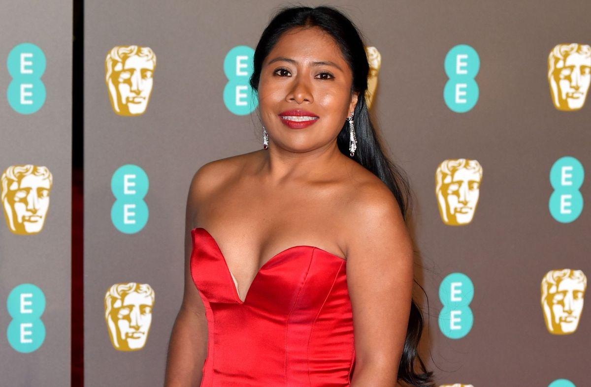 Yalitza Aparicio impactó con su escote hasta la cintura en los Golden Globes